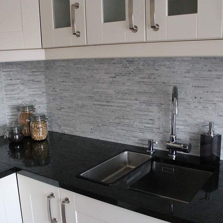 Levert av Lenngren Naturstein - Moderne Kjøkken inspirasjon | Granitt Benkeplate | Nero Assoluto | Carrara Marmor Mosaikk - Modern Kitchen ideas | Design | Granite Countertop | Nero Assoluto | Carrara Marble Mosaic