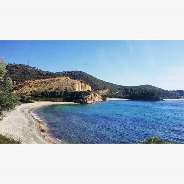 ~ Τι εύκρατη που γίνεται η σκέψη όταν τα μπλε σου βγαίνουν περίπατο! ~  #photography #naturephotography  #summervibes #letsgosomewhere #liveauthentic #ig_greece #greece #travelgram #landscape #instadaily  #stayandwander #adventurethatislife