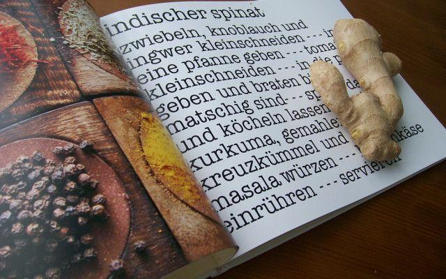 """Individuelles Kochbuch selber machen  """"Kannst du mir dafür das Rezept geben?"""" Ja, sogar alle. In einem selbstgestalteten Kochbuch kommen nicht nur alle Lieblingsrezepte, sondern auch schöne Fotos oder Illustrationen unter. Solche Bücher sind wunderbar persönliche Weihnachtsgeschenke."""
