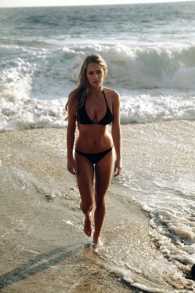 My idea of the ideal body! Toned & fit yet perfectly curvy and womanly. Beautiful tan also! Wow, she's a babe!! Interested in fitness? Need some motivation? http://www.indetails.com/2880/motivation-for-fitness/