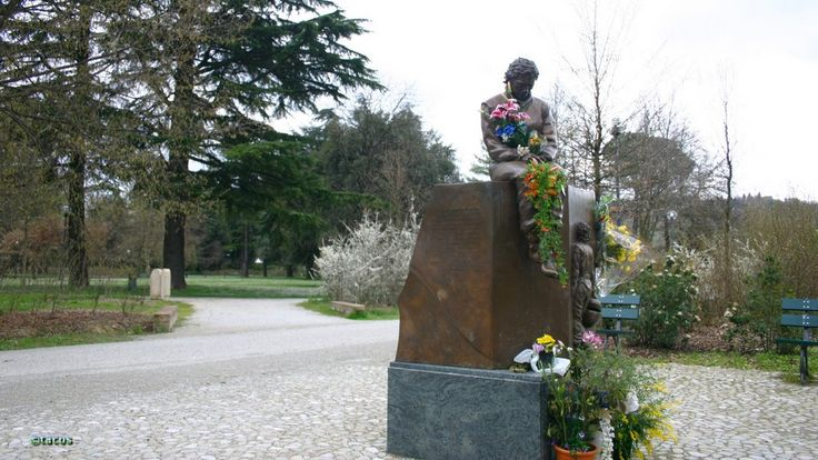 One day, I will put some flowers here too... Ayrton Senna's Statue, Autodromo Internazionale Enzo e Dino Ferrari di Imola