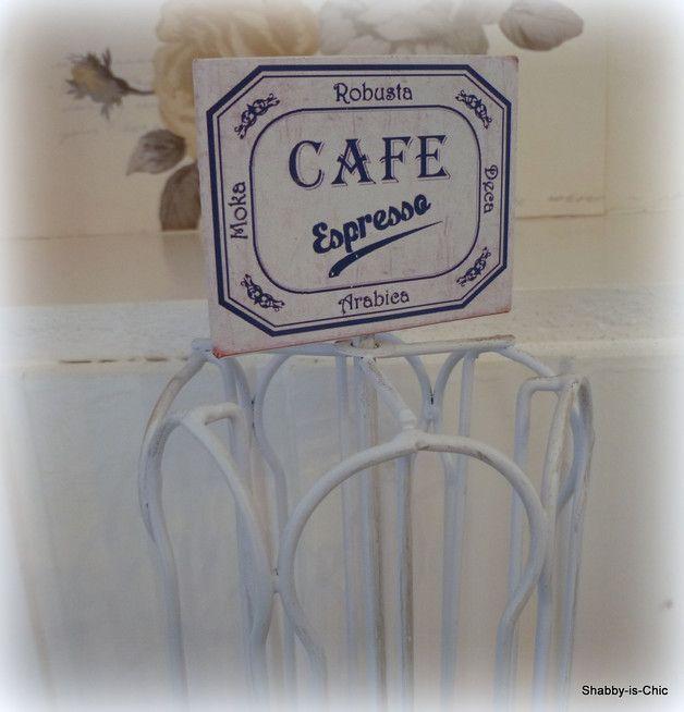 Dekorativer Kapselhalter als Accessoire zu Ihrer Kaffeemaschine. Es können insg. 24 Kapseln eingelegt werden.   Verkauf ohne Dekoration Abmessungen: Ca. 30,5 cm hoch Durchmesser ca. 15,5...
