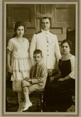 Ambtenaar Familie en Bandoeng. Keluarga Ambtenaar (Pegawai pemerintahan) di Bandoeng. 1911-1913