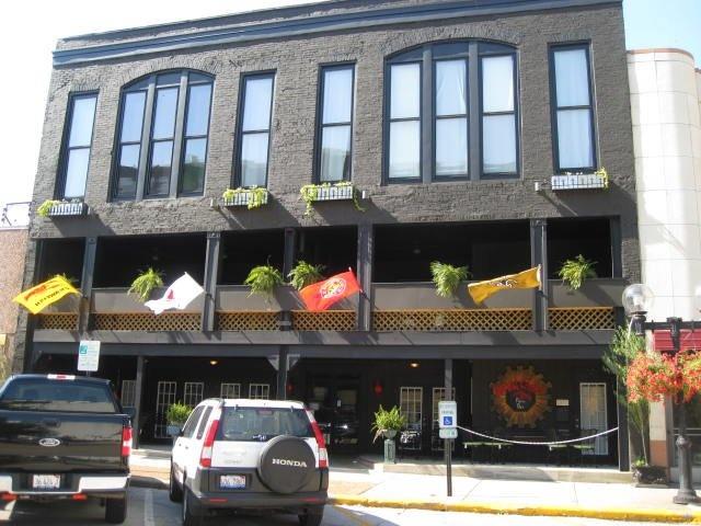 Chubbys Warehouse Bar & Grill - Pub -