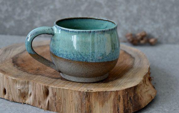 Ensemble de tasses à café poterie, céramique 2 tasses ensemble, deux tasses à café, tasse en grès CERAMIQUE, café cadeau pour elle, Deux grandes rondes mug, tasse de café de Turquoise. Cette paire de tasses à la main est faite d'argile de couleur grise. Cette liste comprend 2 tasses