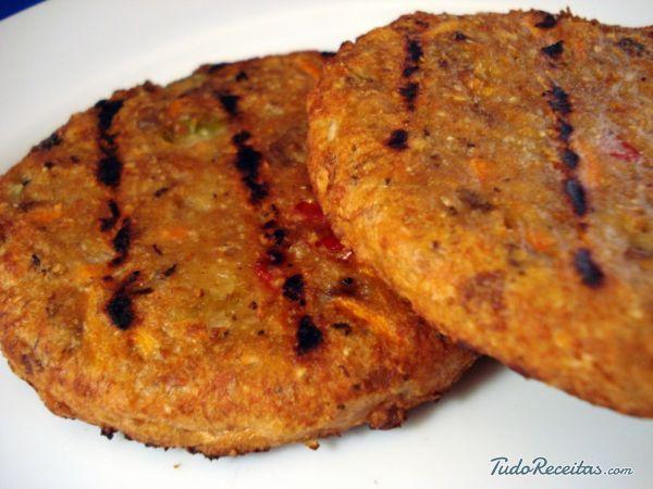 Hambúrguer vegano de soja com cenoura <3  #vegano #receitavegana #hamburguervegano #vegetariano #receita