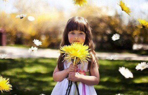 Внешность - на время, Душа - навсегда Старайтесь жить без злобы и без зависти...И не искать причины для обид...Вы улыбнитесь ... просто так... для радости -Улыбка никому не навредит.