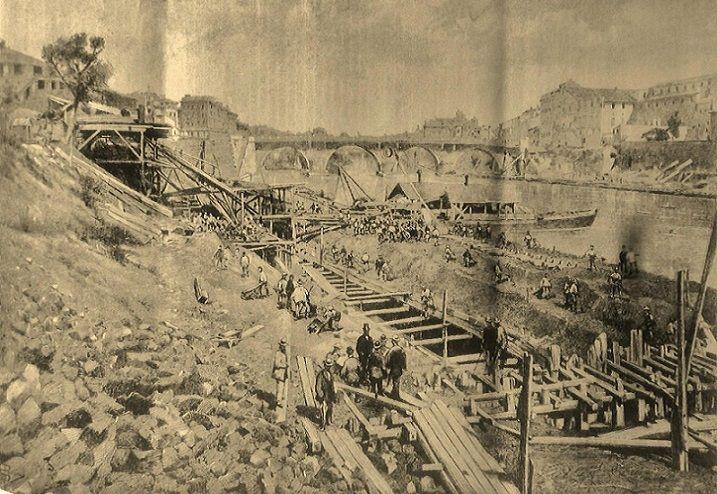 Foto storiche di Roma - Inizio dei lavori di sterro e muragliamento a valle di Ponte Sisto, all'ex renella Anno: 21 ottobre 1883