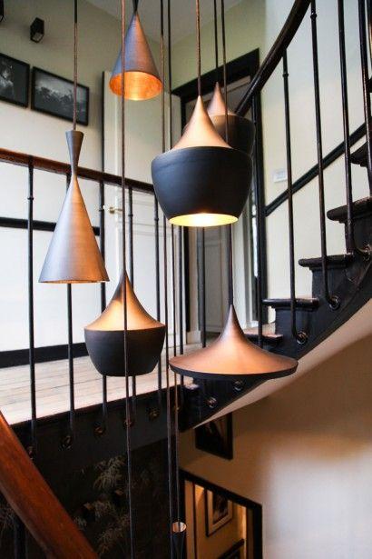 """Dans l'escalier, accumulation de suspensions """"Beat Light""""... - ThingLink"""
