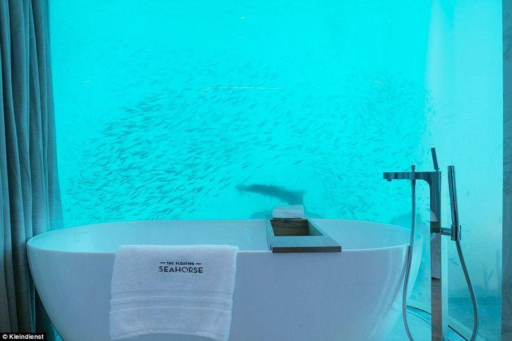 En liten semestervilla utöver det vanliga. Sovrum under vattenytan med underbar utsikt mot kristallklart vatten och fiskar. Var? I Dubai såklart!