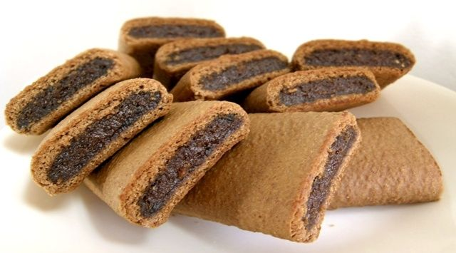 Biscotti ai fichi - This ancient biscuits' recipe comes from Sicily countryside, when peasants are using a simple techniques to make the precious figs dried.