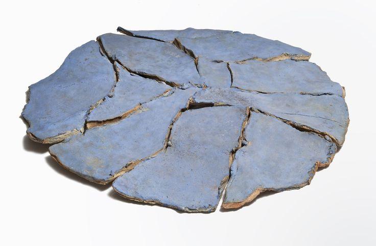 Immagine di http://www.artslife.com/wp-content/uploads/2014/05/NanniValentini_Specchio-Azzurro-1980-82terracottaDia140cm_ACERRA_LOW.jpg.