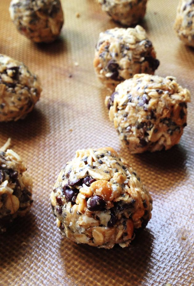 Easy No-Bake Peanut Butter, Oat, Coconut and Chocolate Protein Energy Bites Recipe