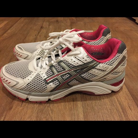 Women's ASICS Gel Foundation 10 Bought the wrong size so the shoes probably seen the gym once! As seen in the pictures, it's like new. ASICS shoes are comfortable and flexible. This one has great support! asics Shoes Athletic Shoes