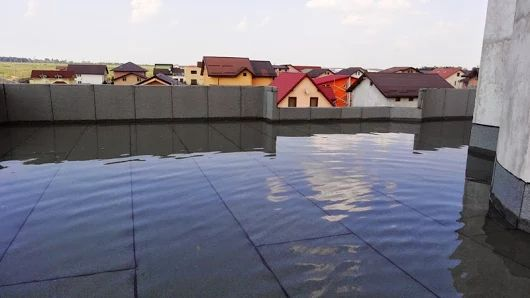 Proba de etanseitatela terasa prin presiunea apei. Terasa este realizata cu membrana bituminoasa in sistem multistrat si termoizolatie.