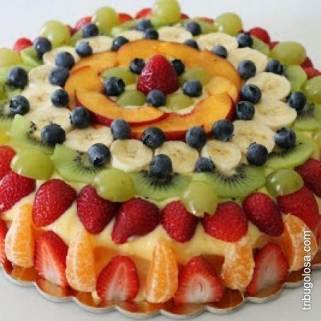 Torta alla frutta con base di pan di spagna