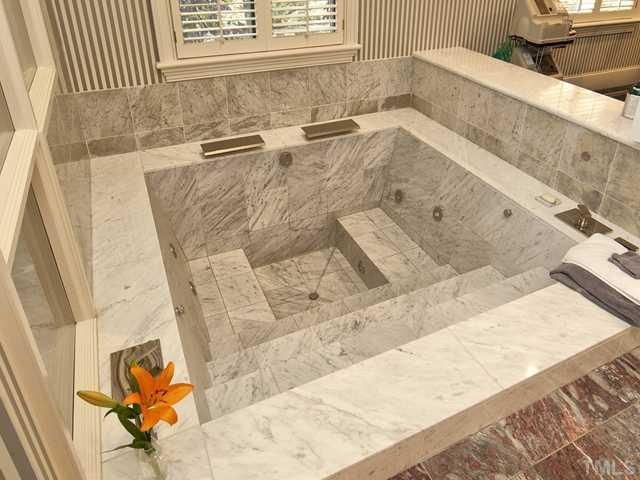 Best. Tub. Ever.  I may just have to build one.