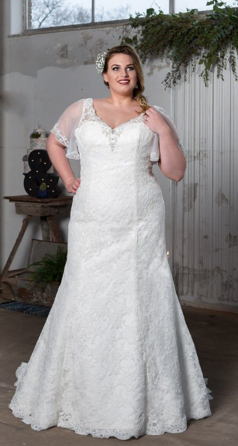 Do you remember our lovely plus-sized dress 'Cian'? It's open back and beautiful details …   Vestidos de casamento plus size, Noivas plus size, Vestido de casamento