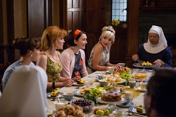 Delia (Kate Lamb), Patsy (Emerald Fennell), Barbara (Charlotte Ritchie), Trixie (Helen George), Sister Julienne (Jenny Agutter).