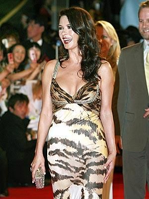 Who made Catherine Zeta Jones' dress that she wore to the Tokyo premiere of No Reservations? Dress – Roberto Cavalli