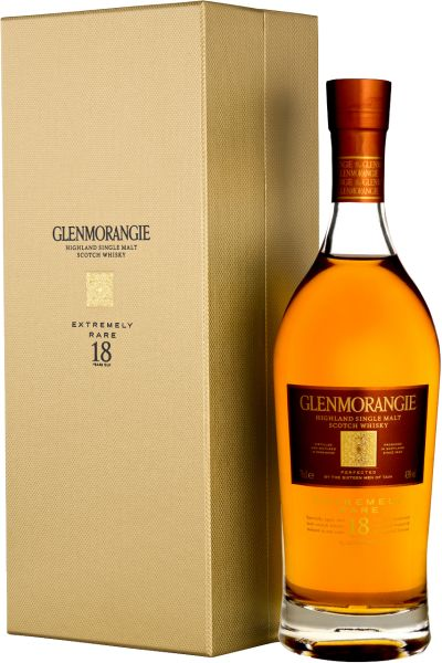 On our latest tasting afternoon of the Whisky Club Groningen the first single malt we tasted was this 18 year old expression from Glenmorangie. This particular bottling was bottled in 2013 (the golden box). #glenmorangie