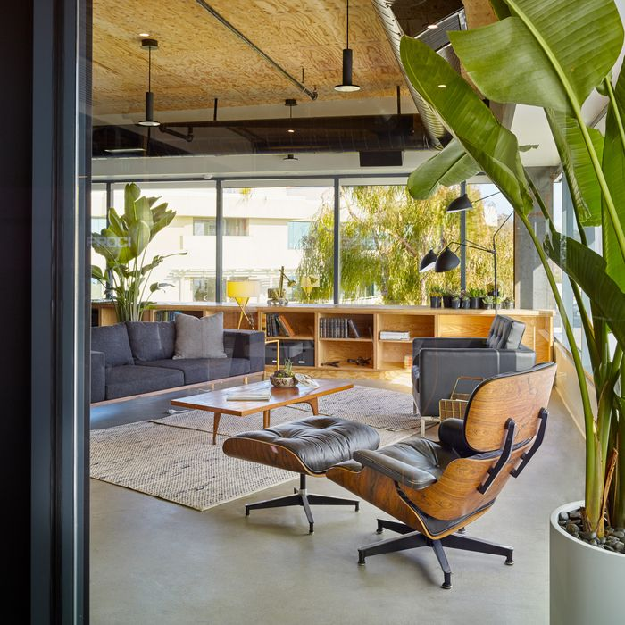 Modern Industrial Style Combines Aesthetics With: Best 25+ Industrial Office Design Ideas On Pinterest