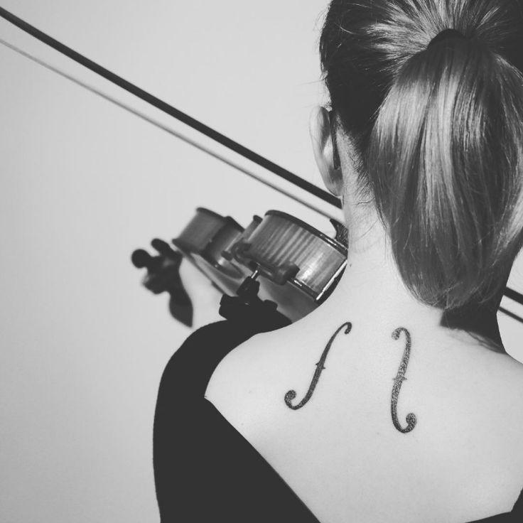 Mon tatouage (des ouïes de violon, pour ceux qui me demandent encore) est eeeeenfin là ! :D #violin #tattoo #violon #tatouage