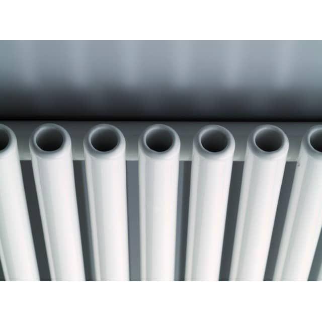 schmale Röhrenheizkörper 100 x ab 11 cm ab 168 Watt weißHeizleistung bei 75/65/20°C Mittelanschluß 50 mm gegen MehrpreisStandardfarbe : weißMax. Betriebsdruck :10 bar max. Betriebstemperatur 120 °Cschmale Röhrenheizkörper 100 cm hoch einlagigZubehör und andere Abmessungen:Ausführung einlagig und zweilagigRohr-in-Rohr-SystemHöhe 350 - 2000 mm in 50 mm Schritten, Breite 110 - 790 mmHeizleistung: 66 - 2079 WattFarbe: weißSonderfarben RAL- und Sanitärfarben: Mehrpreis 25%Mittelanschluß ...
