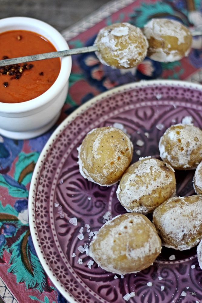 Kanarische Kartoffeln mit Salzkruste mit Mojo rojo - Tapas-Ideen für einen spanischen Abend https://wp.me/p5v5CK-24r