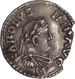 Denario imperial en plata de Carlomagno, inspirado en los modelos romanos, con la inscripción «KAROLVS IMP AUG» (Karolus Imperator Augustus).