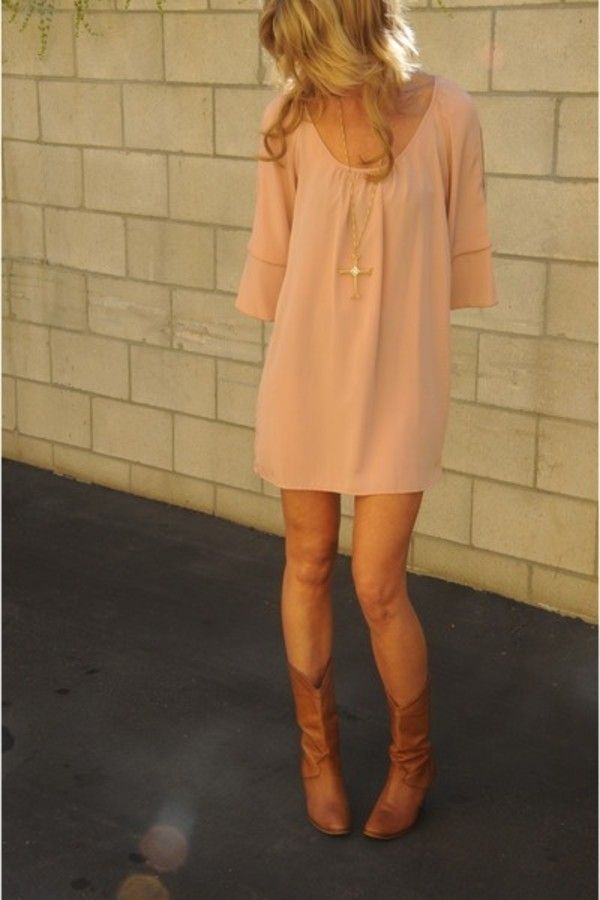 Pink dress and cowboy boots. Cute! Where are her arms though? Hahahahaha ;)