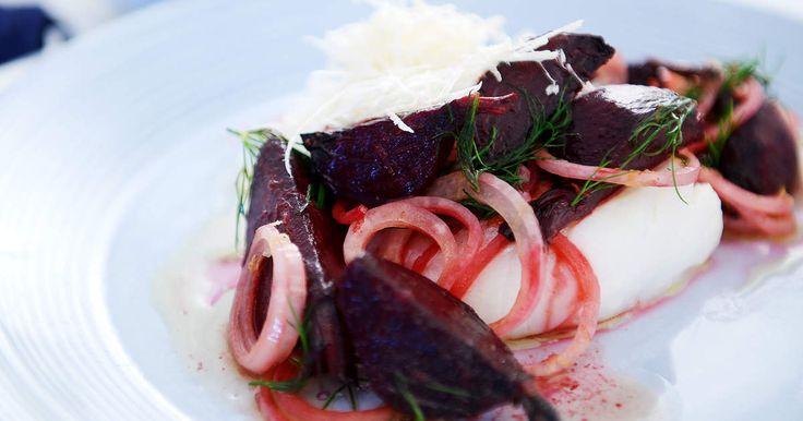 Ugnsbakad torsk med brynt smör, bakade rödbetor och kokt potatis. Ta lite längre tid vid spisen, men är väl värt det!
