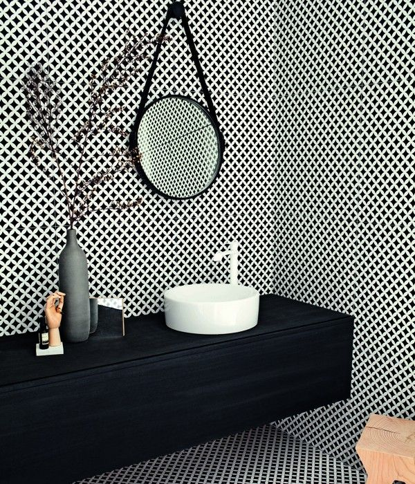 Deco D'Antan Etoile Noir-Blanc black and white foor or wall tile by Tagina Ceramiche d'Arte.