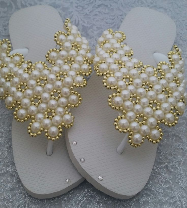 Charme de Pérolas Branca dourada | Vitoria Chinelos Bordados | Elo7