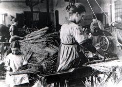 Schooltv: Eigenwijzer - Geschiedenis - Arbeiders in de fabrieken
