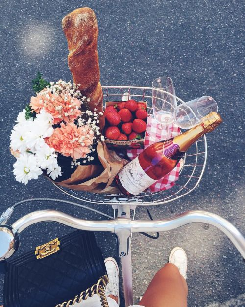 How perfect does this look after a long day at work or a sunny Sunday afternoon? All of our favorite things, flowers, strawberries, bread and of course a bottle of rose wine! Looks like the perfect picnic to us!