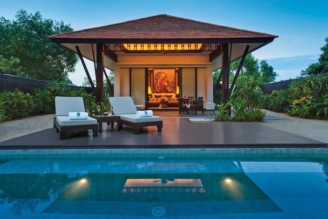 banyan tree lang co, vietnam | vista da piscina de uma das vilas do hotel