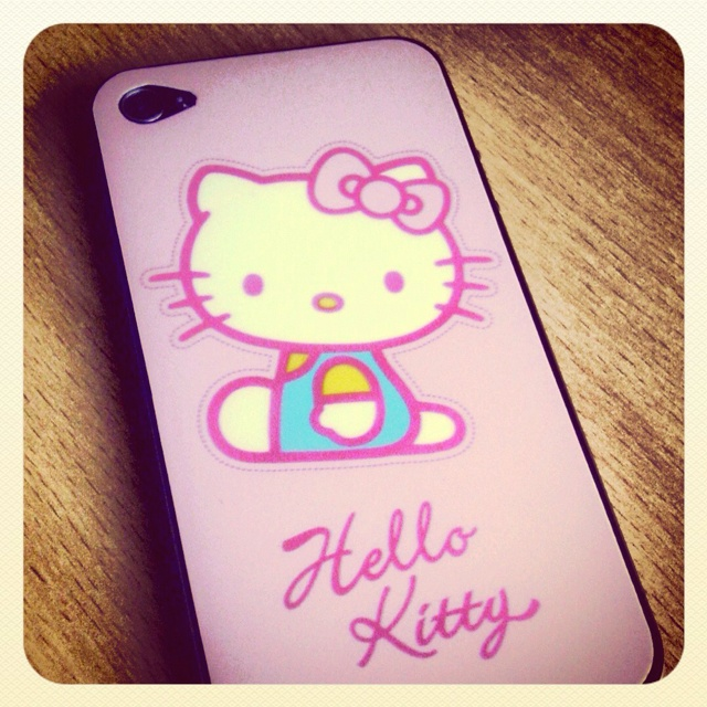My brand new Hello Kitty skin for my iPhone! Do you like it?