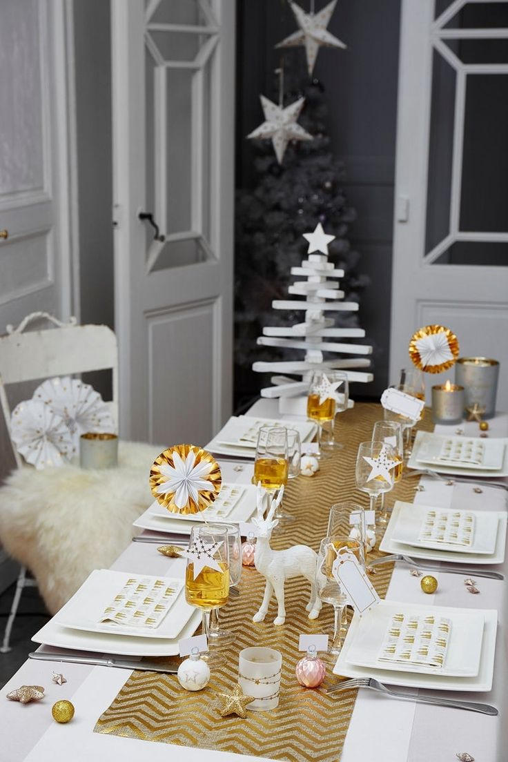 Une table de Noël blanc et or
