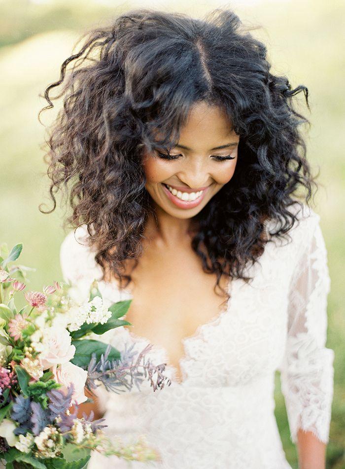 10 idées de coiffures pour cheveux afro - à découvrir sur www.lamarieeauxpiedsnus.com - Photo : Christine Donee | la mariee aux pieds nus