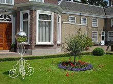 Yard globe - Wikipedia