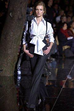 Dolce & Gabbana Fall 2003 Ready-to-Wear Collection Photos - Vogue