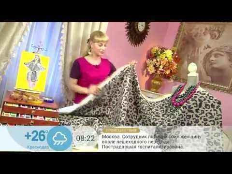 Стильный и оригинальный плащ, модный в этом сезоне, легко сшить своими руками. Возьмите 2 метра непромокаемой плащевой ткани с пятнистым рисунком. Сложите тк...