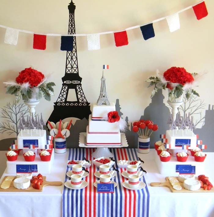 "Una mesa de dulces ""incroyable"" para una fiesta Paris! Via blog.fiestafacil.com"