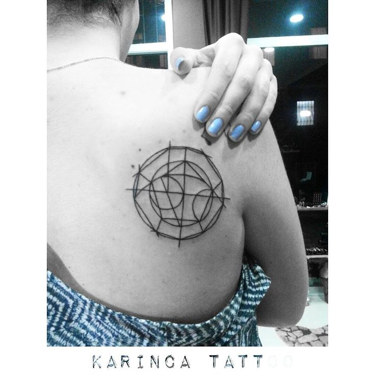 Geometric Tattoo on the back https://www.instagram.com/bahadircemtattoo/ #geometric #tattoo #geometrictattoo #dövme #backtattoo #mavi #inked #ink
