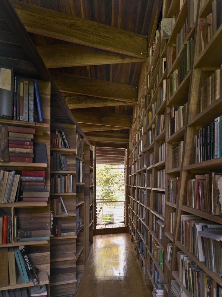 Casa Kike - bookshelves were needed for 16,000 books