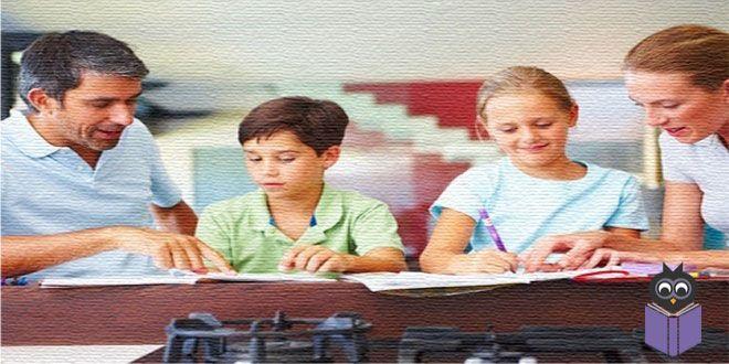 Her velinin, çocuğunun okulda başarılı olabilmesi için yapabileceği bir çok şey var. İşte çocuğunuzun okulda başarılı olması için yapabileceğiniz 10 şey...   Çocuğunuzun öğretmeni ile yakınlık kurun.Öğretmenin çocuğunuzdan ne beklediği ve bu beklentileri karşılamak için ona nasıl yardımcı olabileceğiniz konusunda bilgi edinin. Okuyun.Okumak, öğrenmenin temelidir. Çocuğunuzu, geniş yelpazede okuma materyallerine (gazete, dergi, kitap, internet siteleri) yönlendirinve ne öğrendiğini…