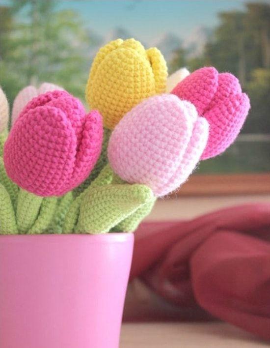 flores de croche tulipas em vaso-min