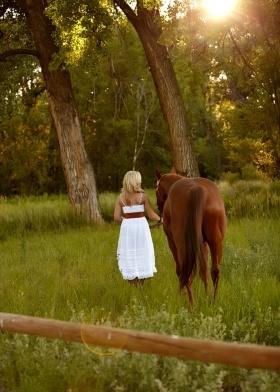 horse senior picture idea.