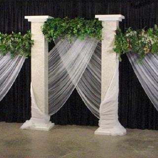 Maybe the altar | A Few Wedding Ideas | Pinterest | Altars ...